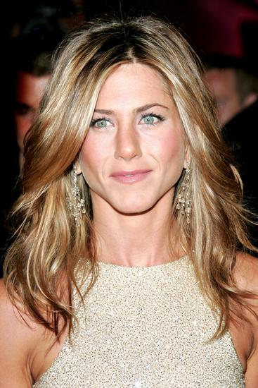 Glossy waves Jennifer Aniston