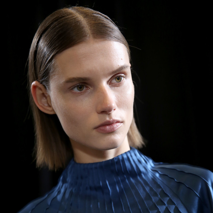 Rochas Show Fashion Week Bob centre parting model