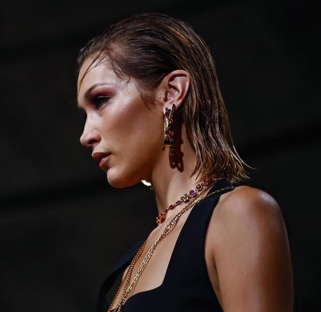 Hairstyles wetlook Versace MFW 2019 SS20