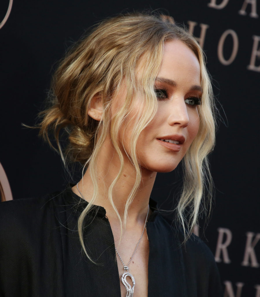 Hairstyles Jennifer Lawrence the money piece blonde updo