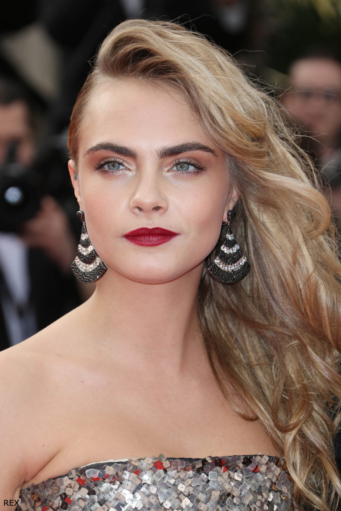 Cara-Delevingne-Cannes-2014-Side-Parting-Hair