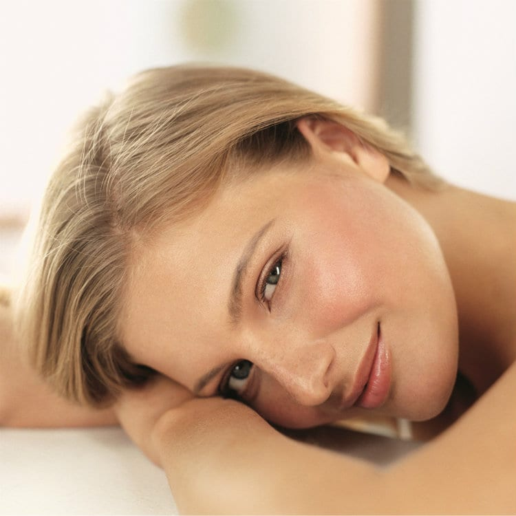 ELEMIS Blonde female - horizontal face (2)