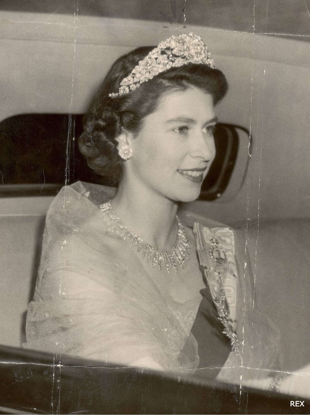 Queen-Elizabeth-Hair-Fashion-Style-Princess-1952